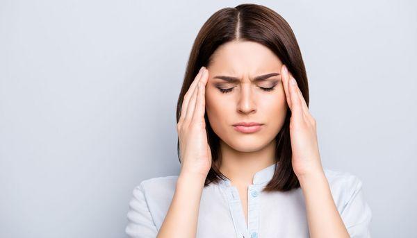 Migräne: Frauen nehmen fünfmal häufiger Medikamente