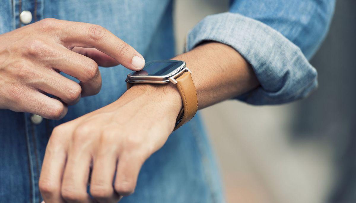 Smartwatch erkennt Coronavirus-Infektion vor Schnelltest - aponet.de