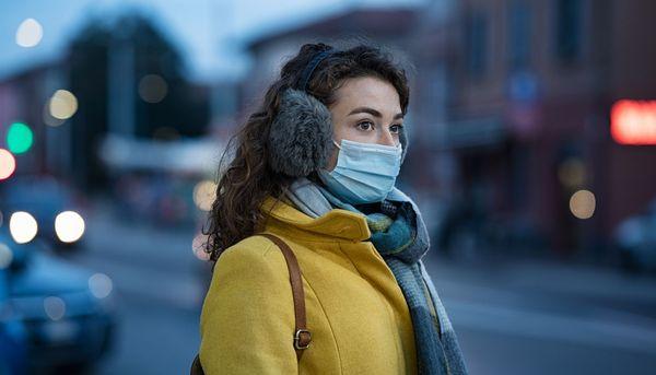 Winterluft und Corona-Maske greifen die Haut an