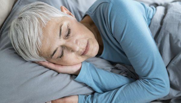 Arthrose: Genug Schlaf und Bewegung helfen gegen Schmerzen