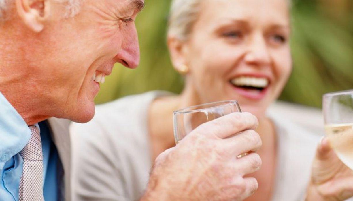 Jüngere frau sucht älteren mann