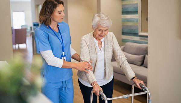 7 Tricks helfen Menschen mit Parkinson beim Gehen